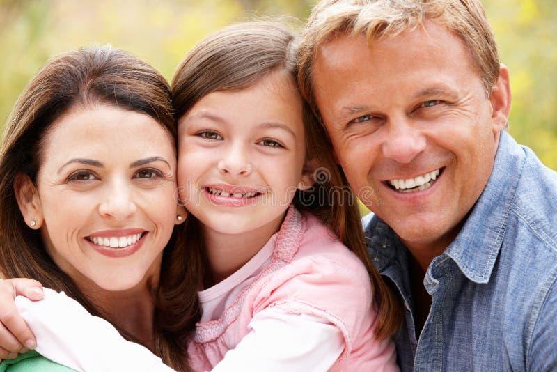 Famiglia all'aperto immagine stock libera da diritti