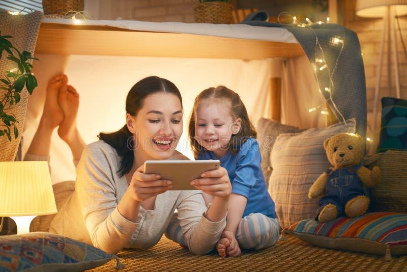 Famiglia amorosa felice immagini stock libere da diritti
