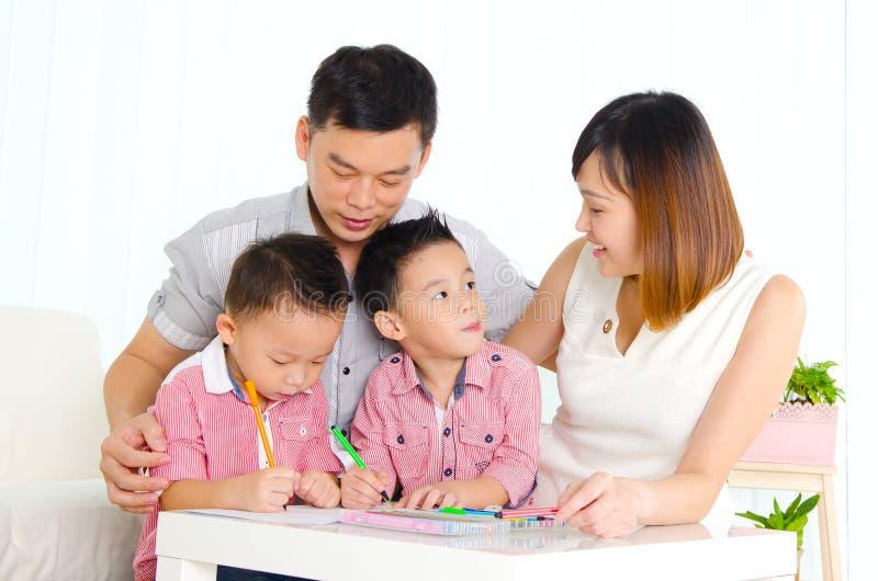 Famiglia asiatica fotografia stock libera da diritti