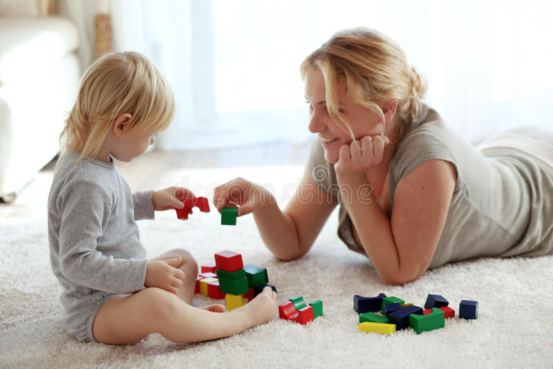 Famiglia a casa immagine stock libera da diritti