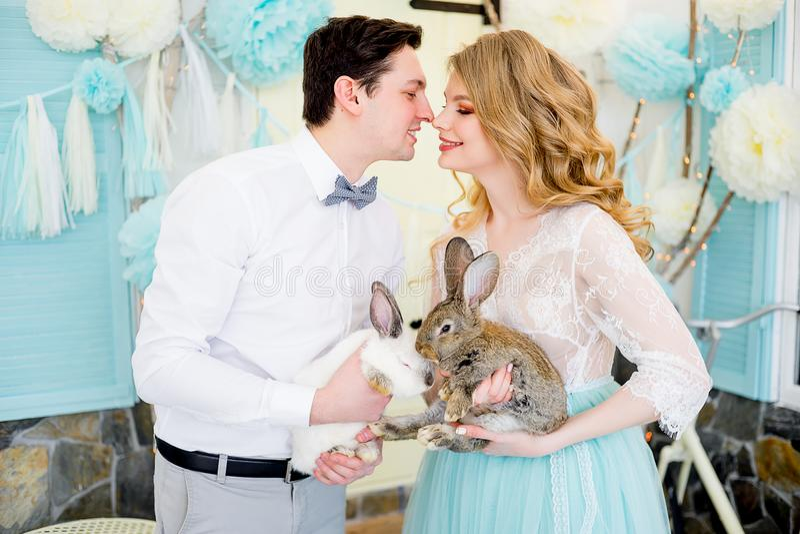 Famiglia che celebra Pasqua immagine stock