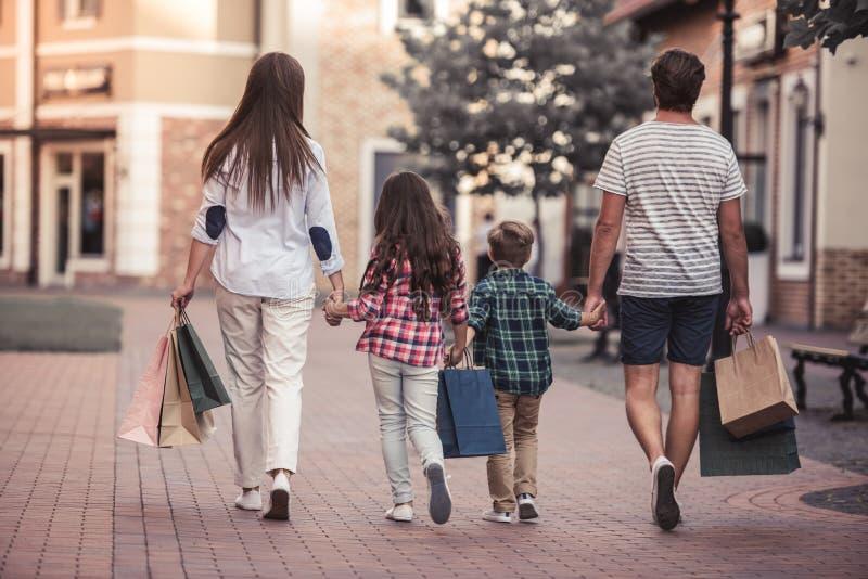 Famiglia che fa acquisto fotografia stock libera da diritti