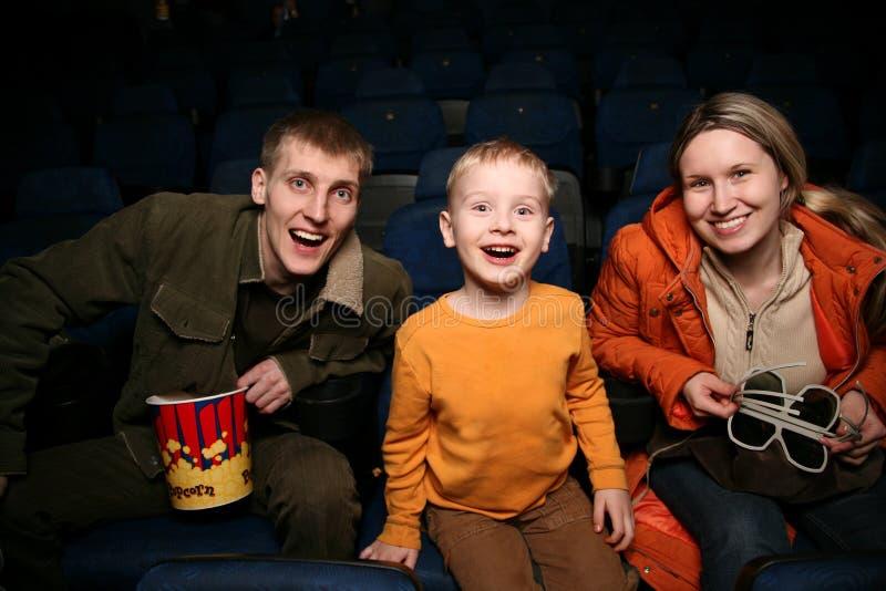 Famiglia in cinematografo fotografie stock libere da diritti
