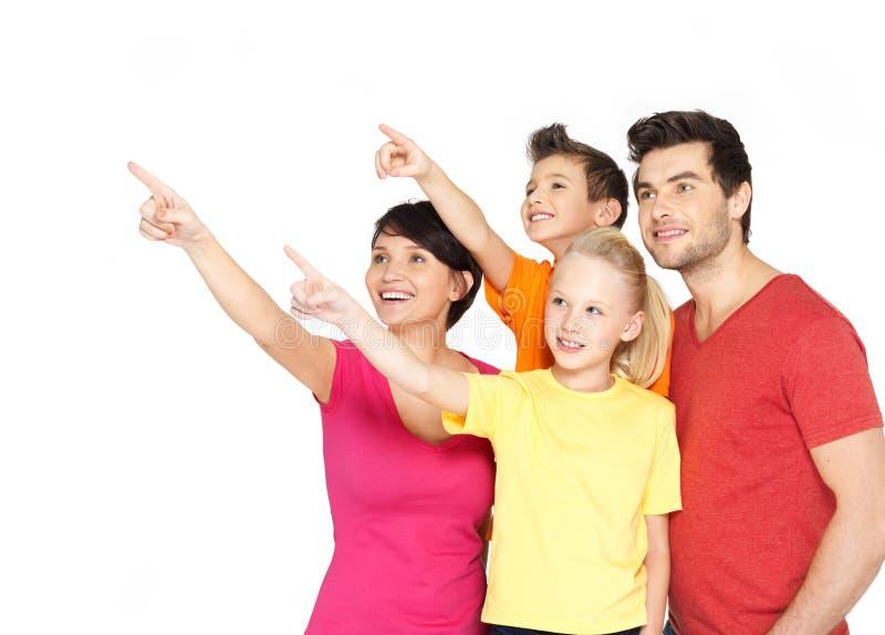 Famiglia con due bambini che indicano dito su fotografie stock