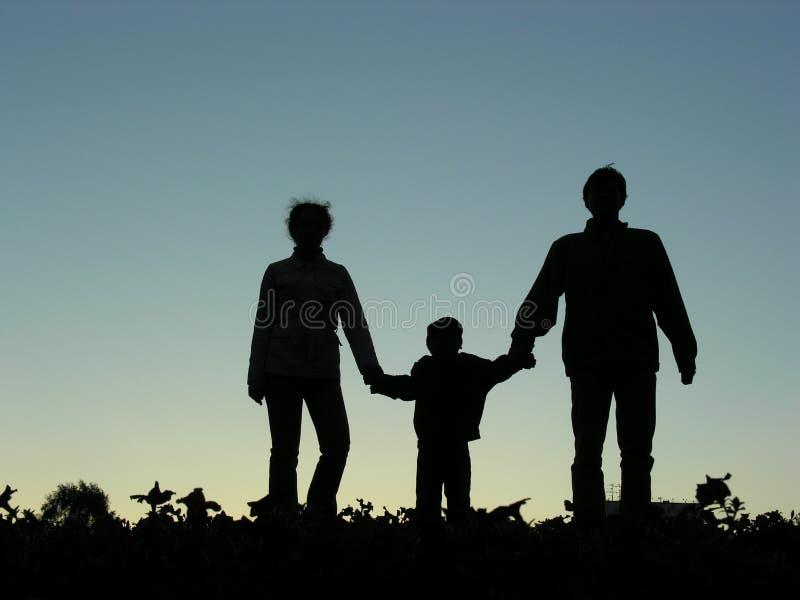 Famiglia con la siluetta del ragazzo fotografia stock