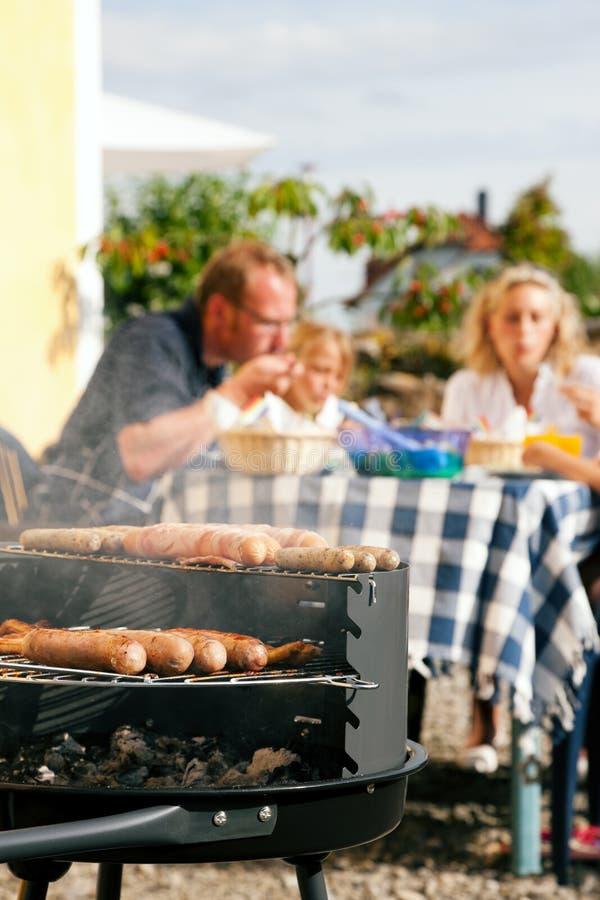 famiglia del barbecue che ha partito immagini stock libere da diritti