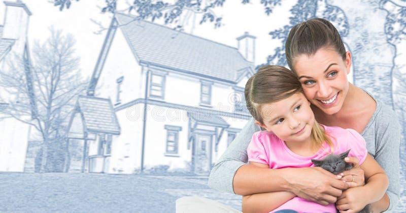 Famiglia della figlia e della madre davanti allo schizzo del disegno della casa fotografia stock libera da diritti