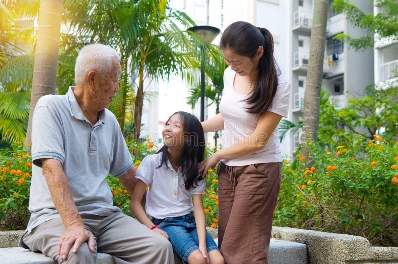 Famiglia della generazione dell'asiatico tre immagine stock libera da diritti