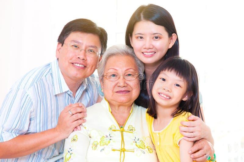 Famiglia delle generazioni dell'asiatico tre immagine stock libera da diritti