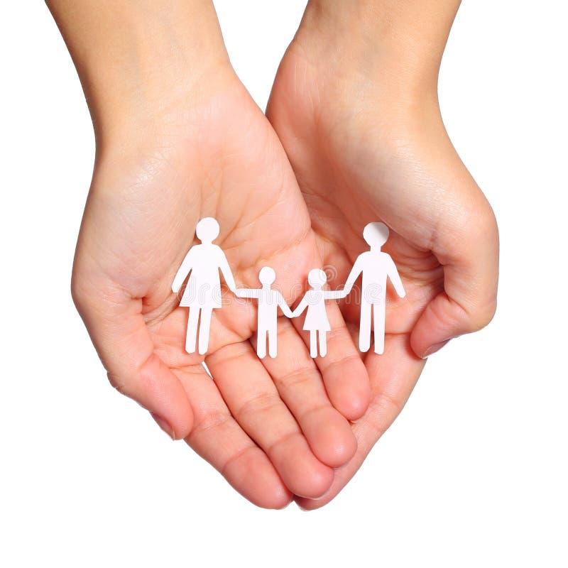 Famiglia di carta in mani isolate su fondo bianco. Famiglia fotografia stock