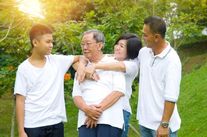 Famiglia di cinese della generazione dell'asiatico tre fotografie stock