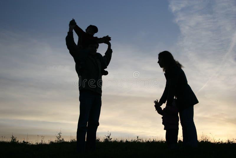 Famiglia di quattro della siluetta fotografie stock libere da diritti
