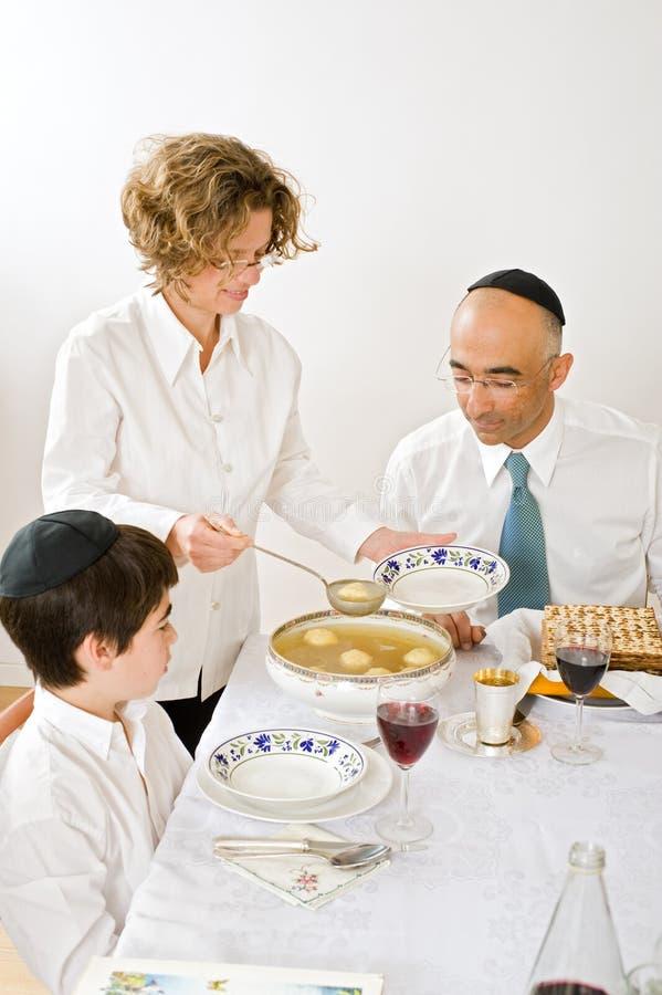 Famiglia ebrea che celebra passover fotografia stock