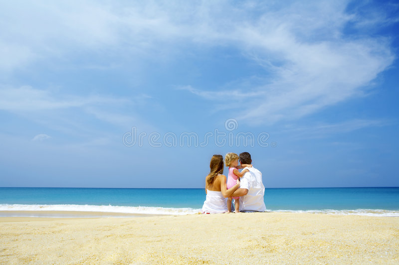 Famiglia ed oceano immagini stock