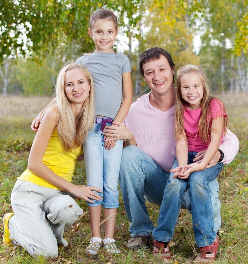 Famiglia felice con i bambini fotografia stock libera da diritti