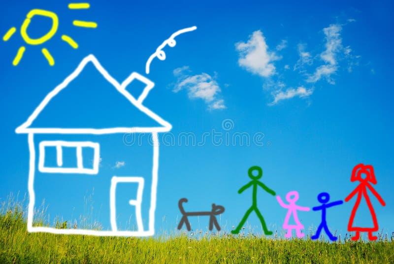 Famiglia felice ed il loro animale domestico davanti alla casa, dolore immagini stock