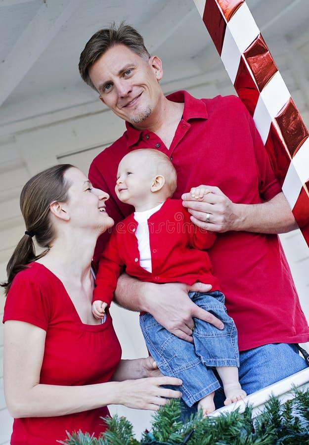 Famiglia felice a natale fotografie stock