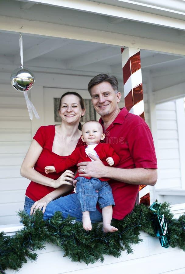 Famiglia felice a natale immagini stock