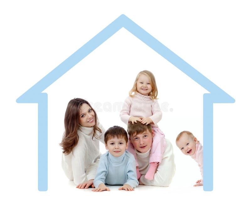 Famiglia felice nel loro proprio concetto domestico fotografie stock
