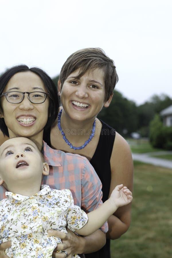 Famiglia lesbica felice felice fotografie stock libere da diritti