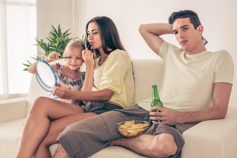 Download Famiglia nel paese immagine stock. Immagine di football - 56892113