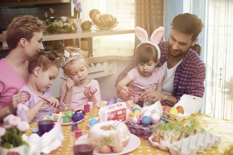 Famiglia prima di Pasqua fotografia stock