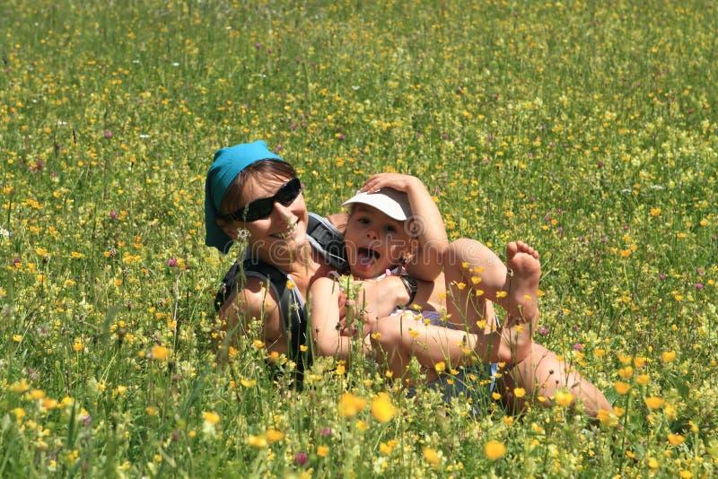 Famiglia in primavera immagine stock