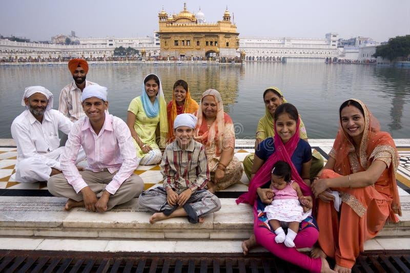 Famiglia sikh - tempiale dorato - Amritsar - l'India fotografie stock libere da diritti