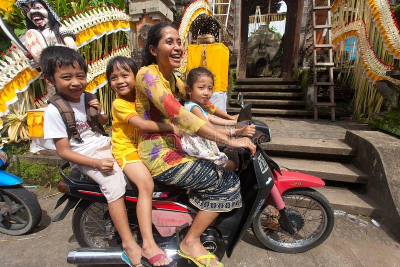 Famiglia sul motociclo fotografia stock