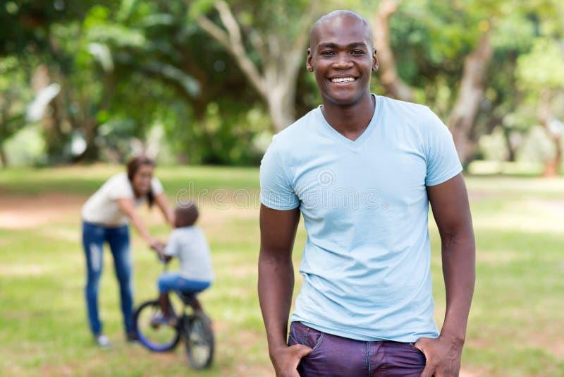 Familia africana del hombre fotos de archivo