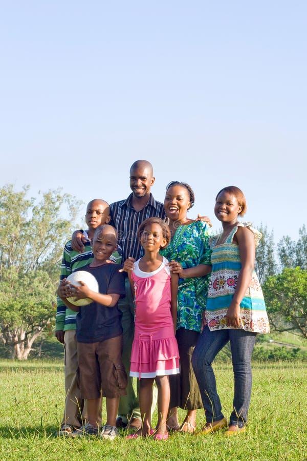 Familia africana feliz fotos de archivo