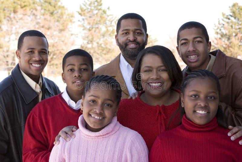 Familia afroamericana y sus niños fotos de archivo