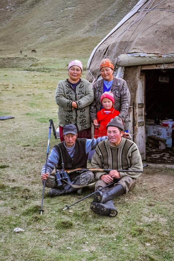 Familia agradable en Kirguistán fotos de archivo libres de regalías