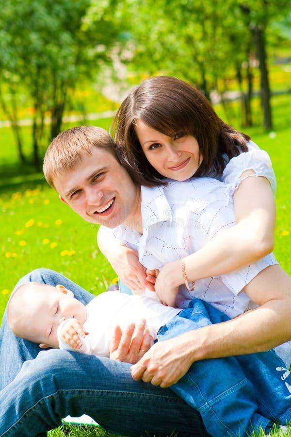 Familia alegre fotos de archivo libres de regalías
