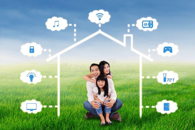 Familia alegre y diseño elegante de la casa stock de ilustración