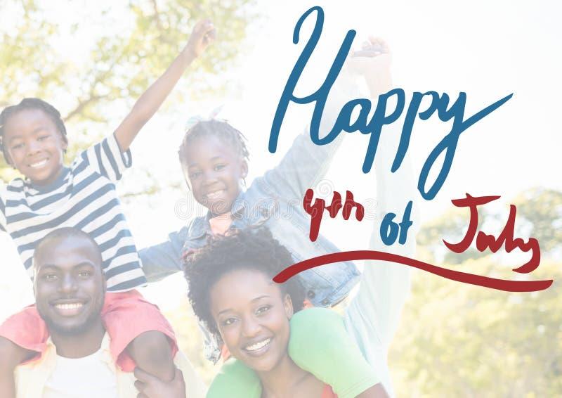 Familia americana sonriente para el 4 de julio foto de archivo