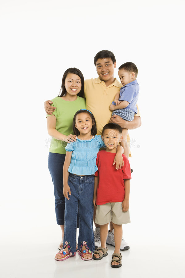 Familia asiática feliz.