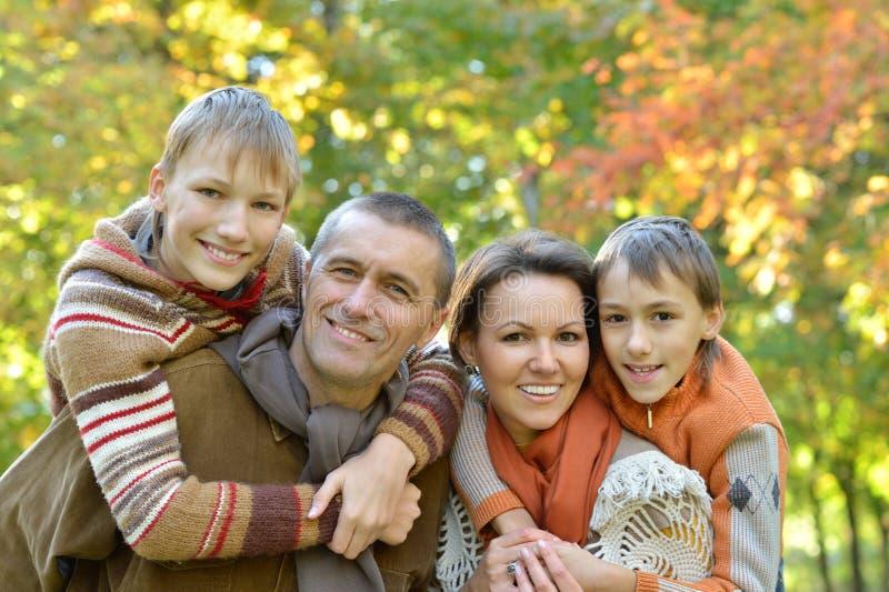 Familia bastante amistosa fotografía de archivo libre de regalías