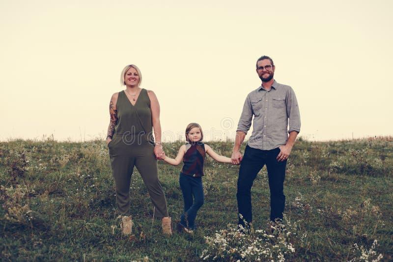 Familia caucásica que tiene un gran rato junto foto de archivo