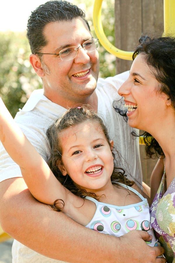 Familia caucásica sonriente fotografía de archivo libre de regalías