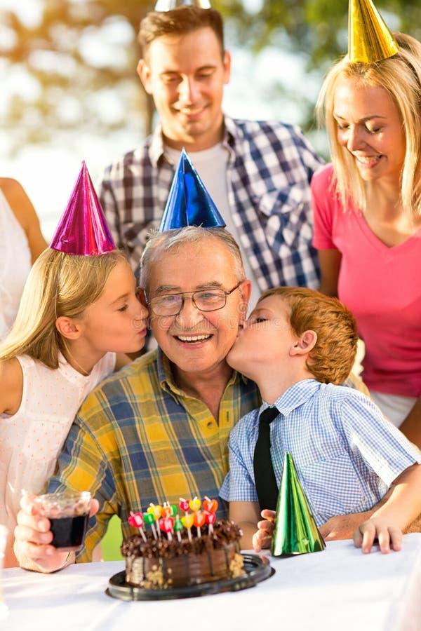 Familia, celebración, niños, fiesta de cumpleaños y gente fotos de archivo libres de regalías