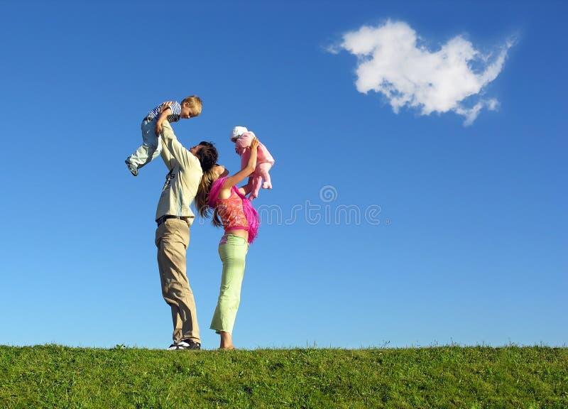 Familia con dos niños fotografía de archivo