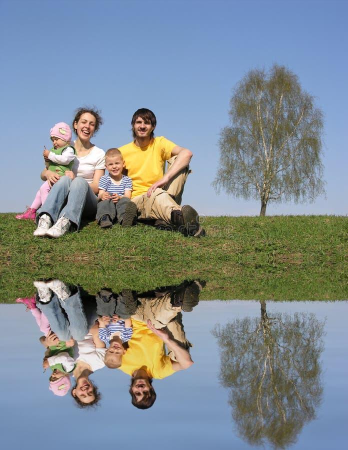 Familia con el abedul y agua fotos de archivo libres de regalías