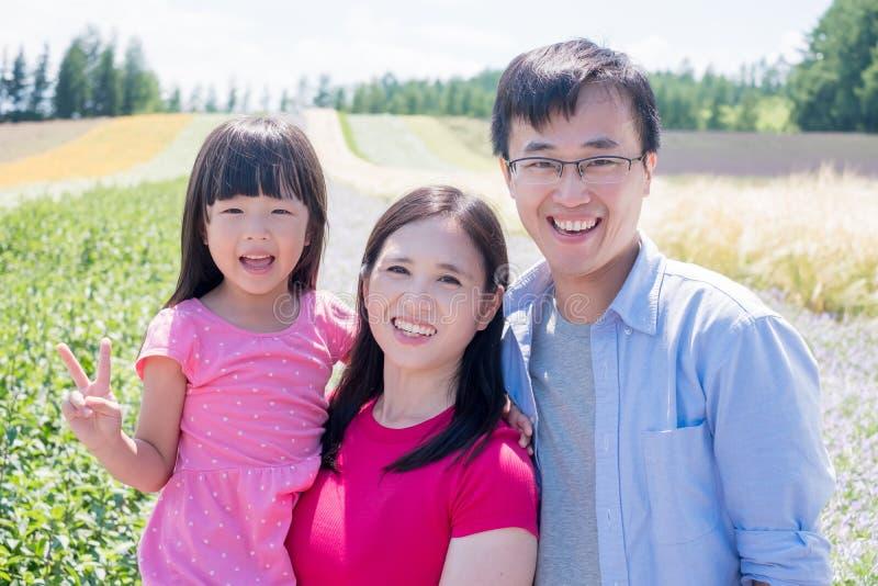 Familia con paisaje en Furano fotografía de archivo