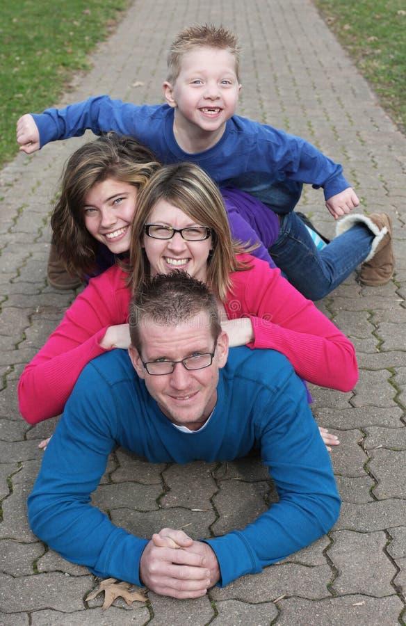 Familia de cuatro miembros fotografía de archivo libre de regalías