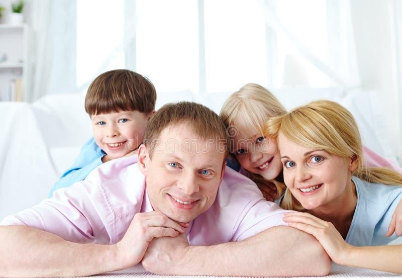 Familia de cuatro miembros imagen de archivo libre de regalías