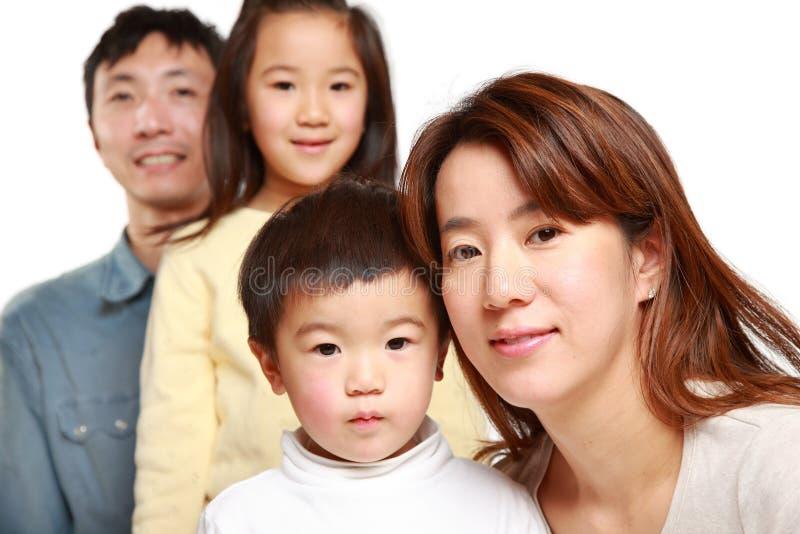 Familia de cuatro miembros japonesa imagen de archivo