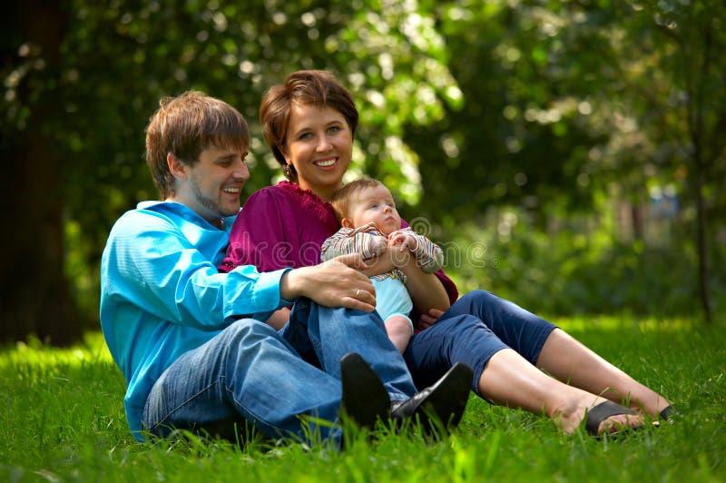 Familia de la felicidad imágenes de archivo libres de regalías