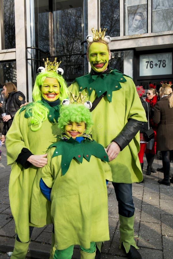 Familia de la rana en carnaval en Duesseldorf foto de archivo libre de regalías