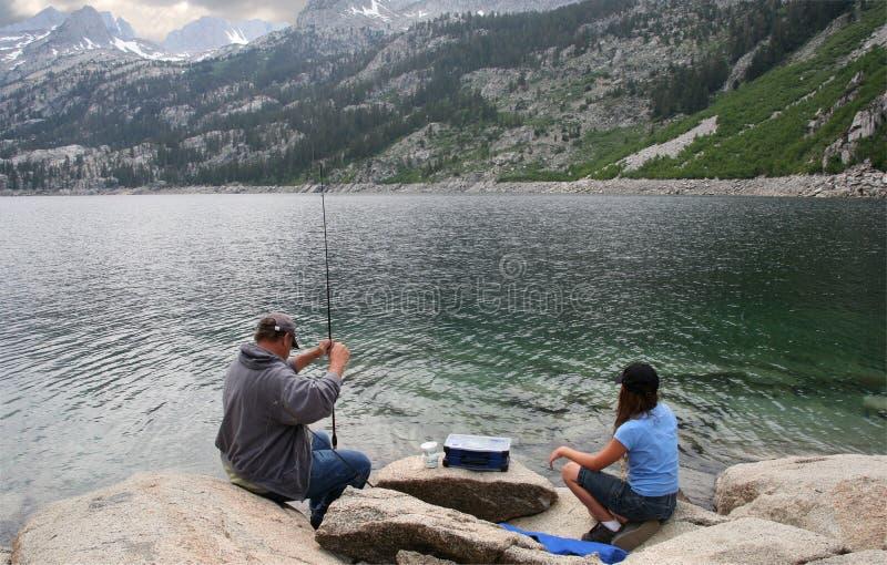 Familia de pesca fotografía de archivo libre de regalías